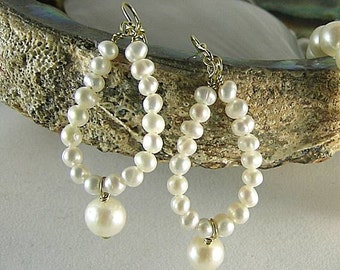 Dark Lady Pearl Dangles - Renaissance Earrings - Mary Fitton