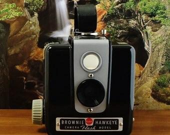 Vintage KODAK BROWNIE HAWKEYE Flash Model 620 Roll Film Box Camera, Circa: 1950-1961, Fantastic Shape!!