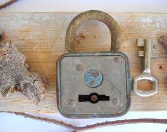 Antique padlock with a skeleton key/Old rusty padlock/Cottage chick/ Collectible Rustic home decor/ Vintage Working Lock