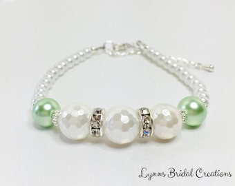 Mint Green Shell Pearl Bracelet White Faceted Pearl Jewellery Bridesmaid Bracelet Mother of the Bride Gift Green and White Bracelet