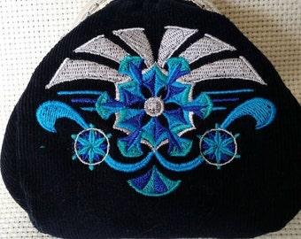 L230. Coin purse.  Art deco snowflake