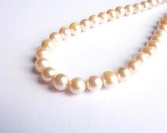 Clear salmon pearls 9-10mm wire on P0300