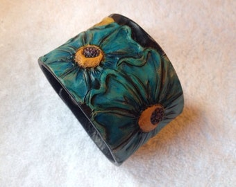 Women's tooled and handpainted leather cuff size Medium.