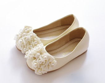 Ivory Flower Girl Shoes/ Toddler Girl Shoes/Pearl Party Shoes/Pear Bow Girls Shoes mary jane shoes-Genuine Leather Off White Shoes For Girls