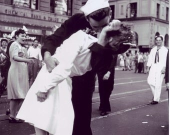 V-Day Times Square NYC Kiss WWII Poster Art Photo Artwork 12x12