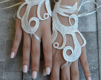 ivory wedding glove, Bridal Glove, ivory lace cuffs, lace gloves, Fingerless Gloves, bridal gloves, gloves, ivory gloves, glove, fingerloop