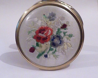 Vintage powder compacts needle point petit point compact mirror something blue bridesmaids gifts 1950s