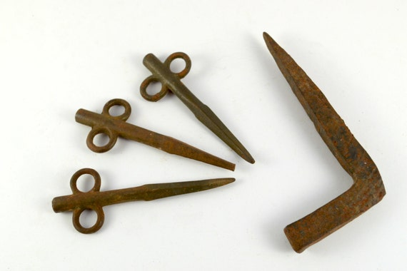 Vintage l shaped nail old rusty decorative stakes rusty for Decorative nails