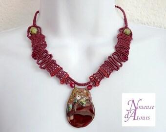 lace bordeaux micro-macrame with pendant agate necklace