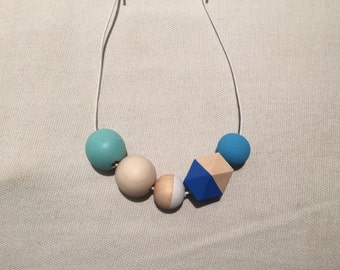 Wooden bead necklace // Colours of the Sea // hand painted wooden necklace // turquoise and aquamarine