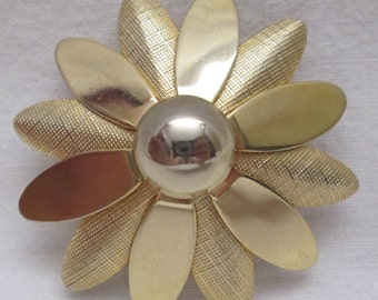 Vintage Pin Brooch Signed Sarah Coventry Gold Tone Flower