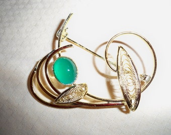 Vintage Brooch Gold Filigree with Green Art Glass