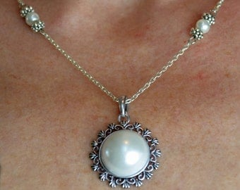 Classic Silver Pearlescent Necklace