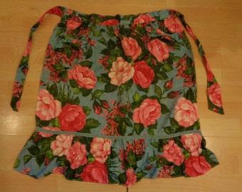 Vintage 1950s rose print apron