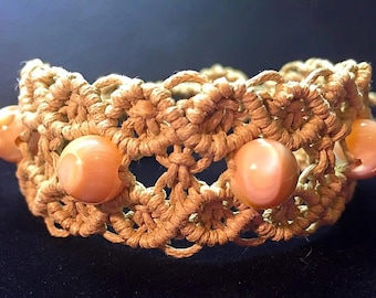Macrame bracelet with mother of pearl