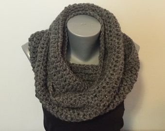 Soft Chunky Grey Crochet Infinity Scarf / Grey Infinity Scarf / Infinity Scarf / Women's Scarf / Crochet Infinity Scarf / Acrylic / Scarf