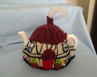 English Cottage Tea cosy