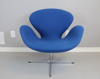 Original Swan Chair by Arne Jacobsen / Contemporary Style / Mid Century Modern