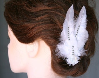Elegant Feather Hair Clip with Diamond Rhinestone Details