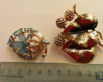 Exquisite brooch, leaf series and crystal effect.
