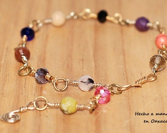 Wire bracelet with semiprecious stones and glass beads