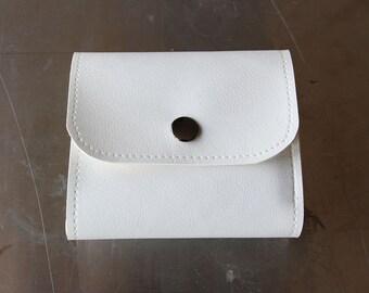 Traveler - White faux leather vegan wallet
