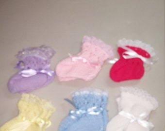 Baby booties trimmed with lace