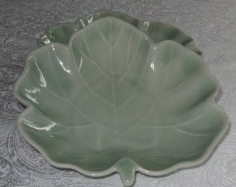 Celedon Leaf Plates (2)