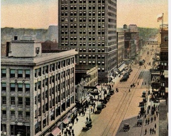Omaha, Nebraska - A look at a busy downtown 16th St. South. from Farnum - 1930-1945 - Postcard