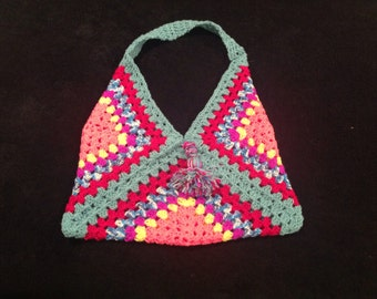 Red shoulder crochet beach bag.