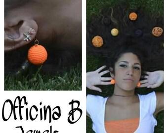 Orange fluo crochet earrings, handmade sphere crochet earrings. Orecchini a sfera arancione fluo.