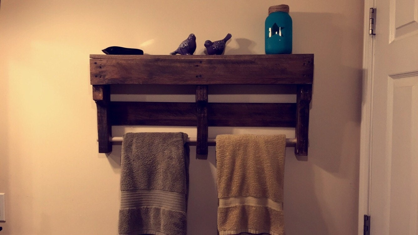 pallet towel rack by creativechill on etsy. Black Bedroom Furniture Sets. Home Design Ideas