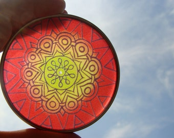 Rasta Mandala Travel Tin - Bohemian Stash Box With Transparent Geometric Suncatcher Lid in Red Yellow Green - Pillbox - Party Favor