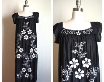 maxi hippie black dress / floral embroidered dress