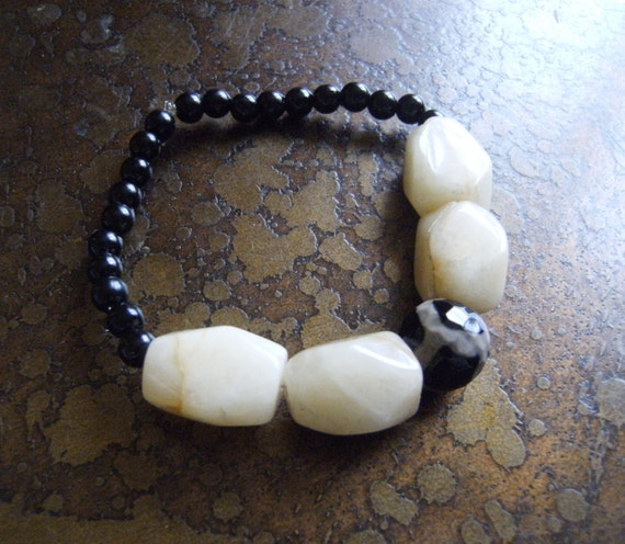 Monochrome Glass and Agate Beaded Stretch bracelet