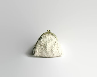 Kisslock Coin Purse Knit with White Cotton - Clasp Coin Purse - Kiss Lock Frame Pouch