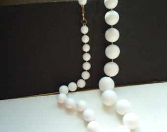 "Vintage Big Mama White Graduated Beads 21"" Necklace"