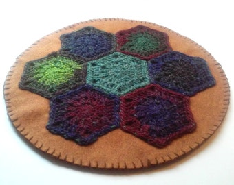 Crocheted Hexie Wool Felt Table Candle Rug Primitive Chic Style 1
