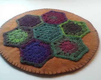 Crocheted Hexie Wool Felt Table Candle Rug Primitive Chic Style 2