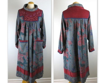 Vintage 70s Hippie Dress in a flower print with embroidery