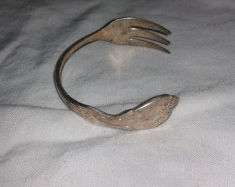 Silver plated antique floral fork bracelet