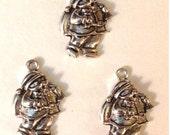 6 Santa Holiday Christmas Charms - Antique Silver - SC128#MR