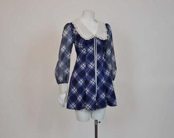 60s mini dress / Baby Doll Vintage 1960's Mod Mini Dress Huge Collar