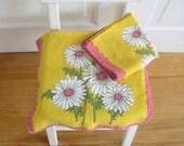 Pair of Vintage Dishtowels Retro Flowers Daisies Yellow Pink Kitchen Dish Towels Linen
