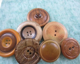 Vintage Buttons - Lot of 7 assorted large novelty, light weight celluloid, novelty 30's-40's Retro, (sept 43)