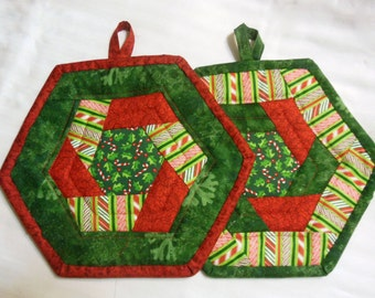 Quilted Christmas theme Potholders,  Holiday Potholder Set, Christmas Potholder Set, Trivet, Quiltsy Handmade