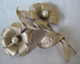 Flower Gold Pearl Brooch Filigree Vintage Pin