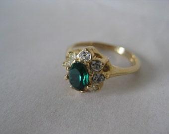 Green Clear Rhinestone Gold Ring Vintage 4