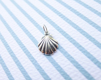 Clamshell Pendant Shell Charm Sterling Silver Ocean Shells (CHS7197)