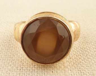 Size 7 Vintage Gold Wash Sterling Ring with Round Faceted Glass Brown Center Stone